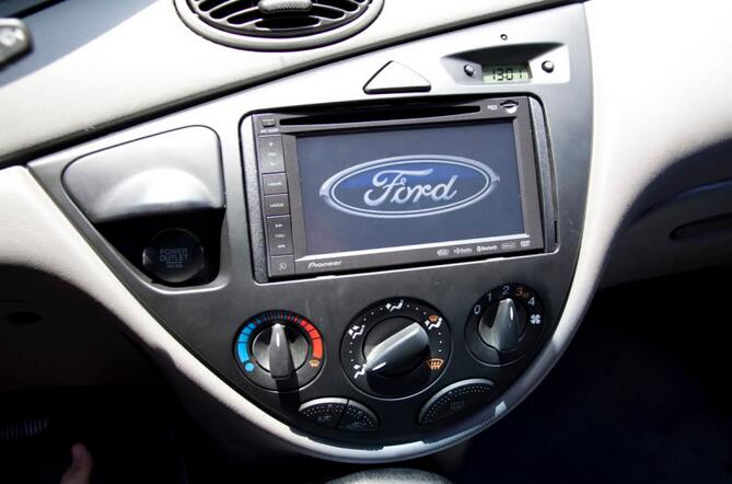 How to Find A Double Din in a Ford Focus 00-04 (8)