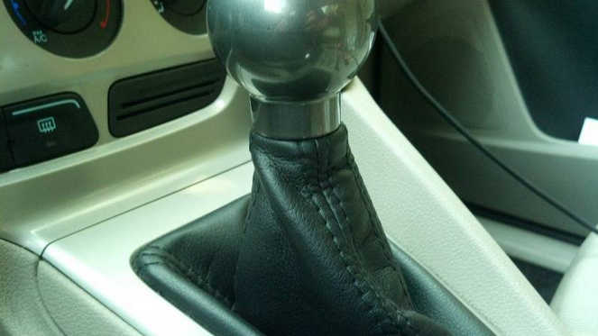 How to Install Ford Focus Anarchy Motive Shift Knob (11)