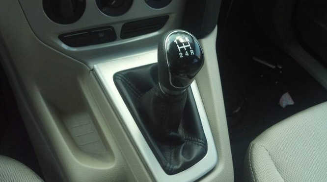 How to Install Ford Focus Anarchy Motive Shift Knob (14)