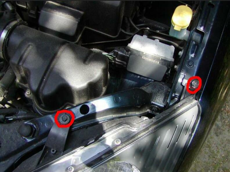 Ford Focus ST170 Headlights Installation Guide (4)