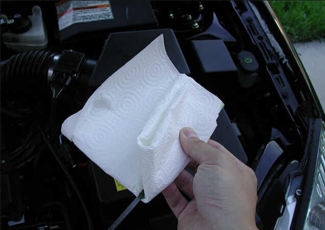 How to Check and Restore Ford Focus Engine Oil Level (2)