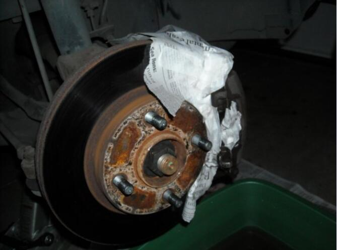 how to paint front calipers and drums for Ford Focus (6)